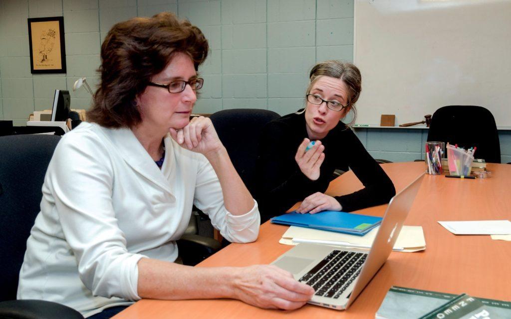Christine Kerr, professeure et Natalie Doyon, employée de soutien, Collège Saint-Lambert   Photo : Raynald Leblanc