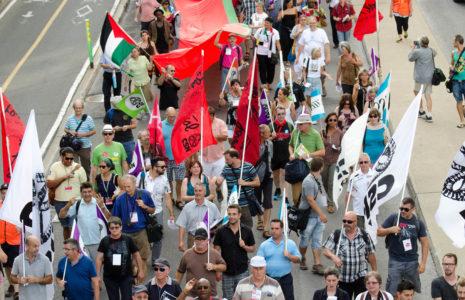 Des milliers de personnes marchent pour un monde meilleur