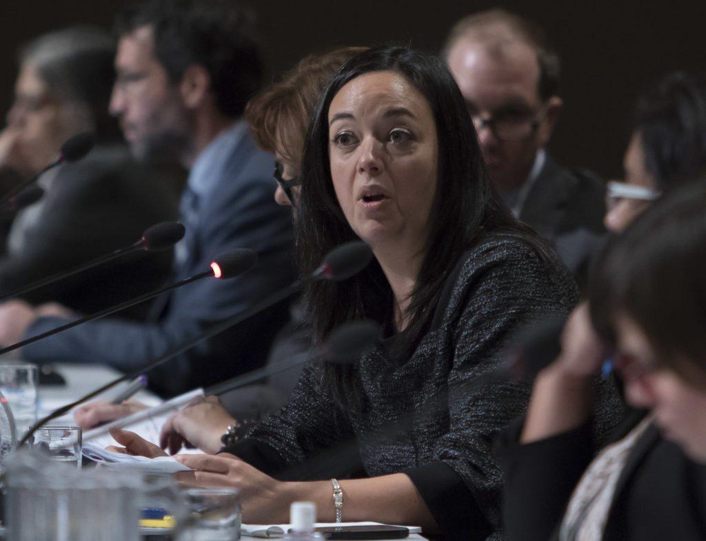 Véronique De Sève, vice-présidente de la CSN, participe à la consultation publique. | Photo : Clément Allard