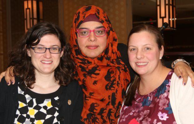Nora Loreta et Virginia Ridley, les coordonatrices de l'ACPS, avec l'invitée spéciale du gala Shelina Merhani  | Photo : Peter Scott