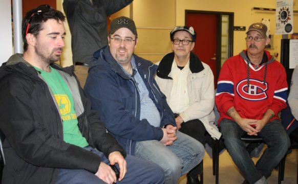 Une vingtaine de chômeurs et chômeuses et de militantes et militants solidaires ont occupé les bureaux de Service Canada de Baie-Comeau pendant une quarantaine de minutes