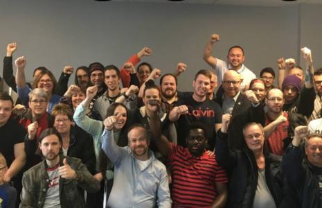 Solidaires et mobilisé-es, les salarié-es de McKesson Drummondville voient le salaire d'embauche passer au-dessus de 15 $ l'heure
