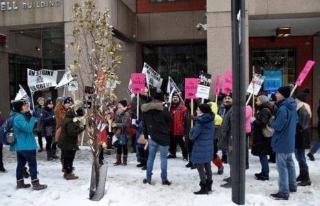 Les employé-es des bibliothèques de l'Université Concordia font la grève