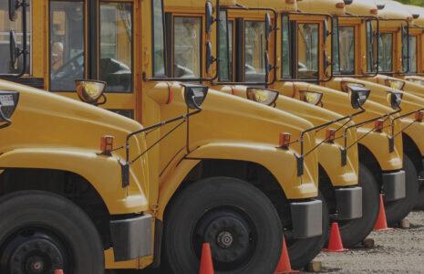 La CSN dénonce l'effondrement du financement des transporteurs scolaires