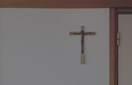 Le personnel des institutions religieuses doit être reconnu