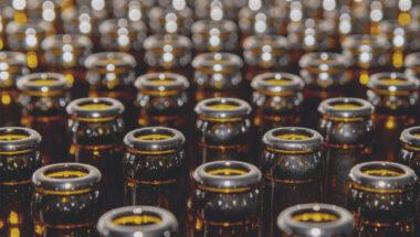 La CSN se réjouit de la reprise imminente des bouteilles de bière brunes par les détaillants
