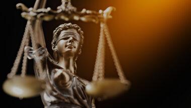 Aide juridique : l'arrêt des procès nuit aux enfants et aux accidenté-es