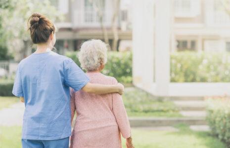 4 solutions pour réparer les services pour les personnes en perte d'autonomie