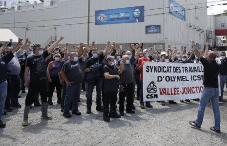 Huit syndicats affiliés à la CSN manifestent pour le maintien de la «prime COVID»