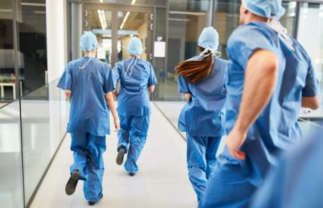 La CSN appuie la demande des médias d'avoir accès aux hôpitaux et aux CHSLD