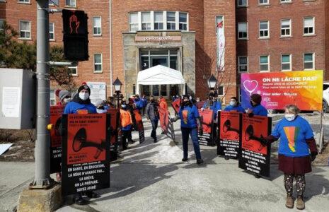 Les négociateurs du gouvernement Legault tentent de faire taire les travailleuses et travailleurs de la santé et des services sociaux
