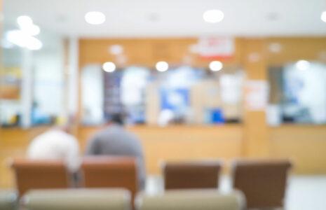 Les cliniques privées profitent de la pandémie pour s'enrichir