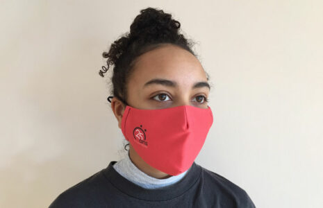 Un couvre-visage pour appuyer les enfants malades
