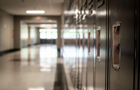 Le ministre de l'Éducation a sérieusement mis à risque la santé du personnel et des élèves dans les écoles