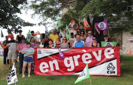 Les syndiqué-es se dotent d'un mandat pour une grève générale illimitée