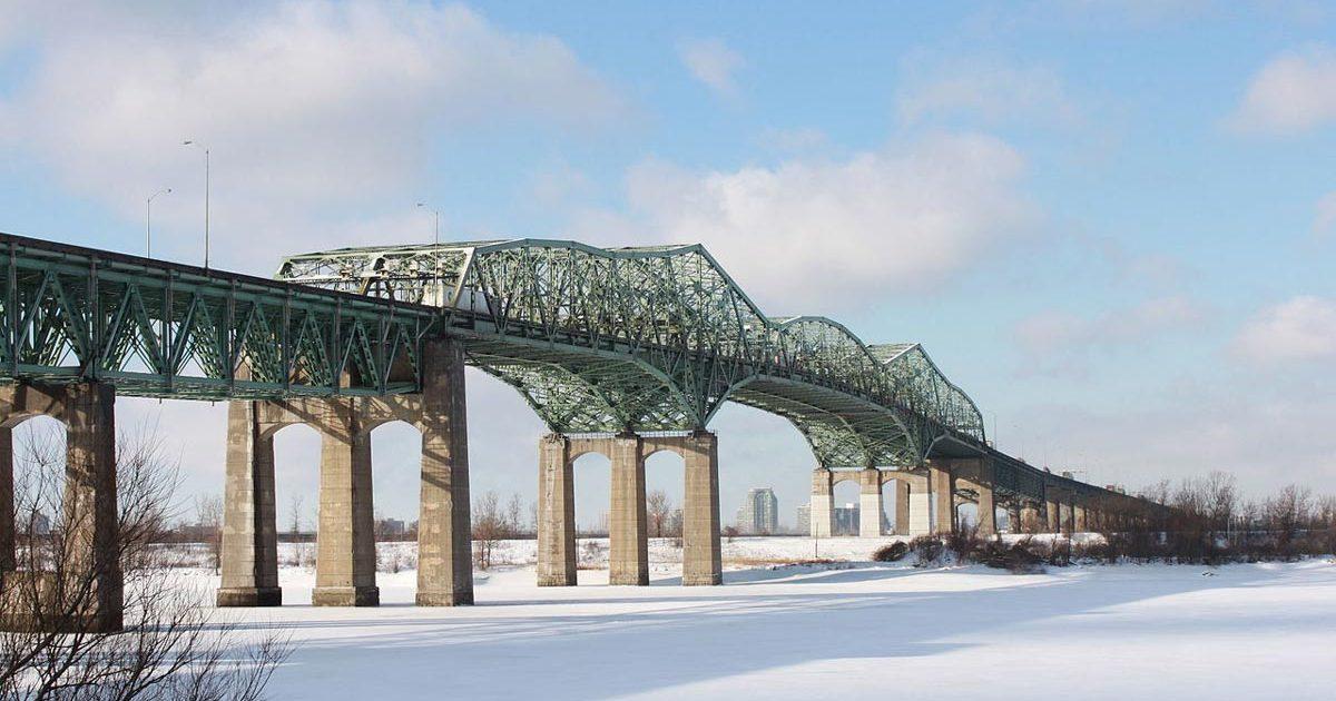 Image de l'ancien Pont Champlain en hiver