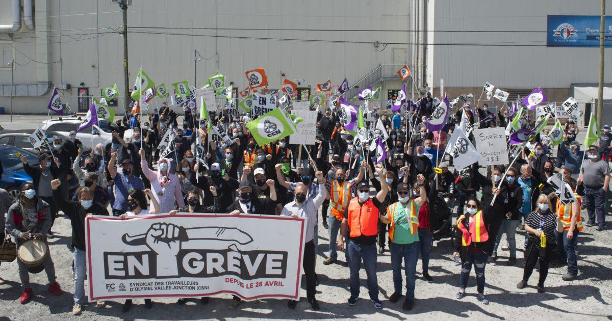 Les membres du STOVJ lors de leur manifestation du 24 mai 2021. Photo : Louise Leblanc