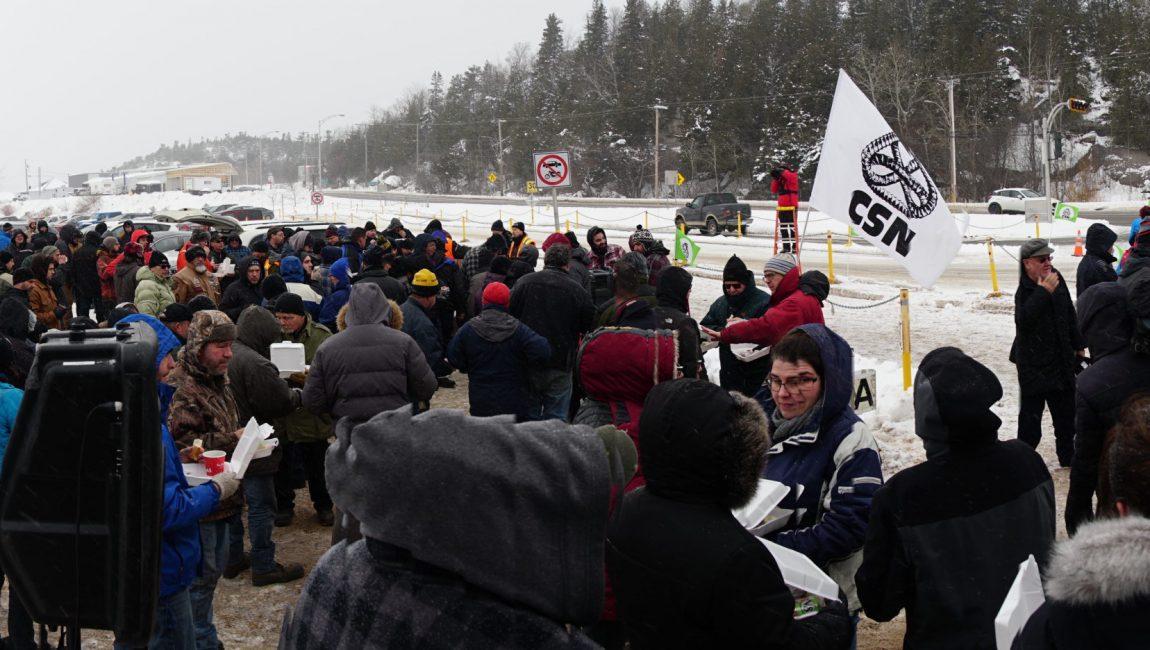 Les membres du SEBLP lors de la manifestation d'aujourd'hui.