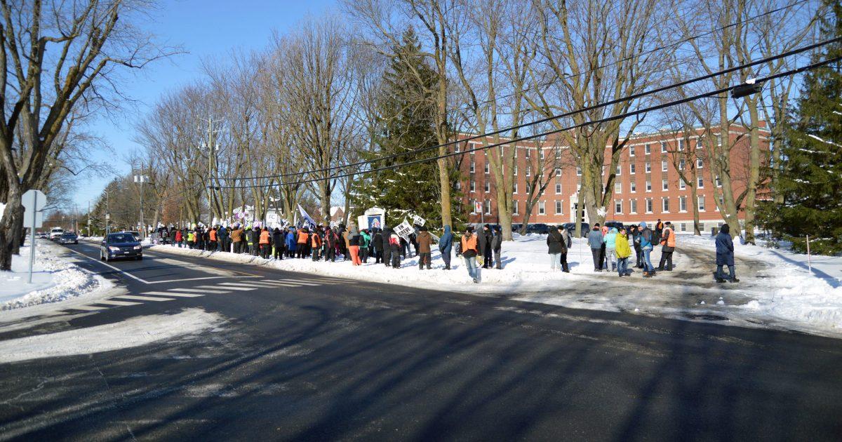 Les membres du Syndicat des employé-es d'Olymel Princeville–CSN lors de la manifestation aujourd'hui.
