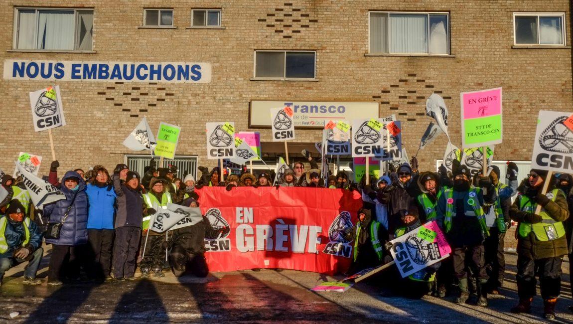 Le 31 janvier dernier, les salarié-es du STTT-CSN manifestaient en face des installations de l'employeur. - Photo : Cédric Martin