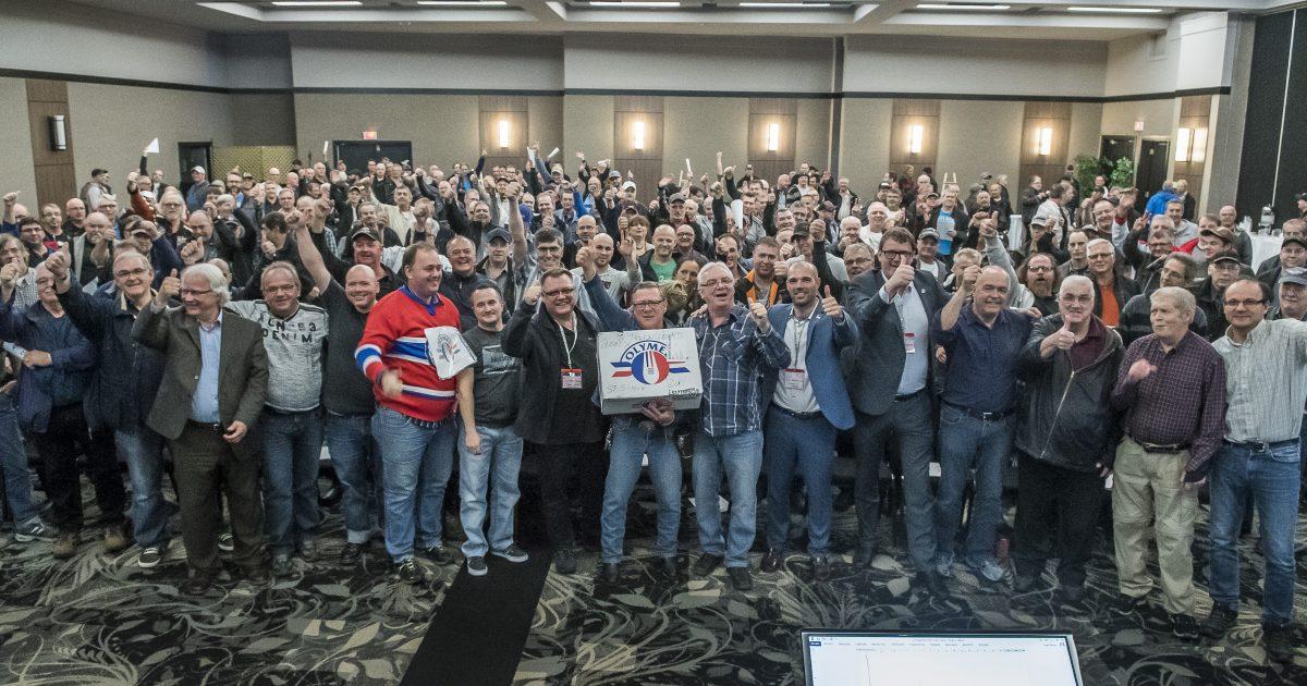 Les membres du Syndicat des travailleurs d'Olympia (CSN) le 7 mai 2017 - Photo : Michel Giroux