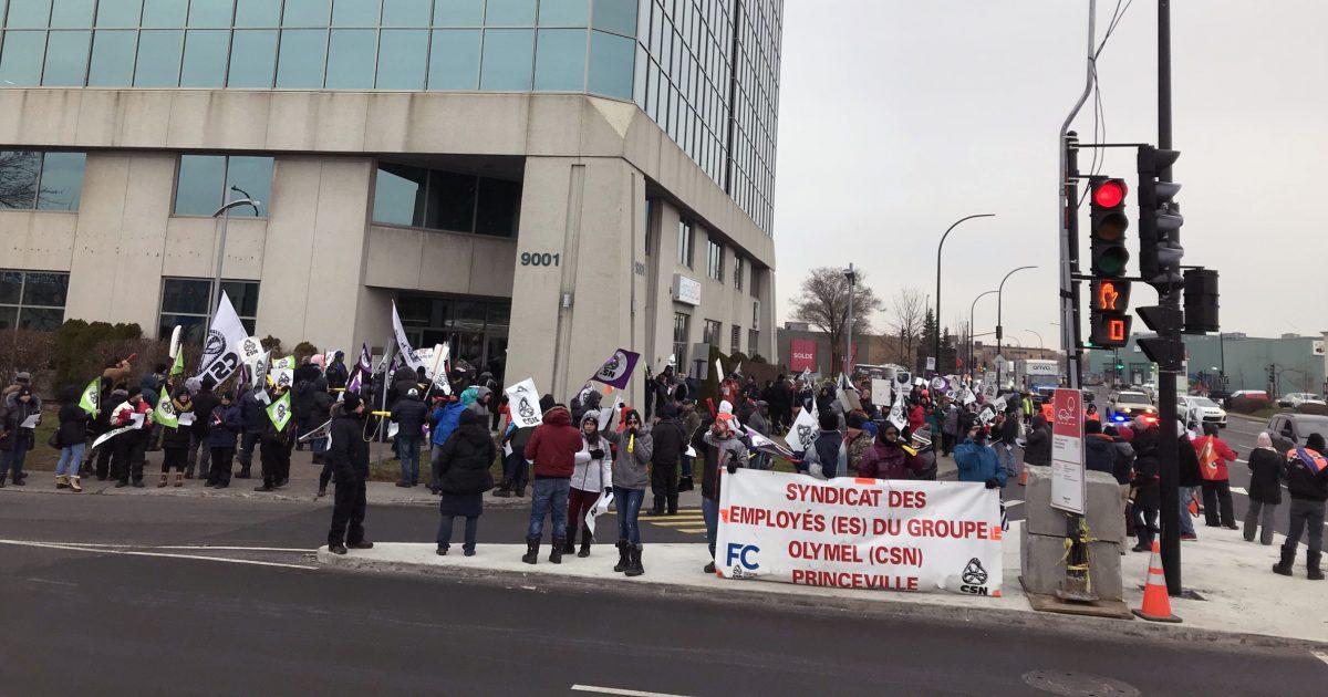 Les membres du Syndicat des employé-es d'Olymel Princeville–CSN devant le siège social de la Coopérative fédérée. Photo : Martin Petit