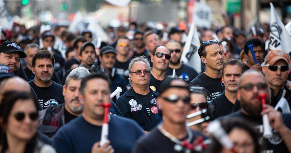 Montreal, Québec, Canada - 13 septembre 2018: Les employé-es d'entretien manifestent devant la STM contre les demandes de recul injustifiés  Photo Normand Blouin