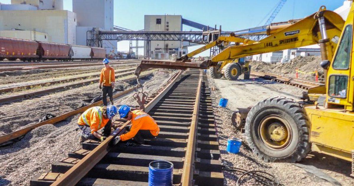Travailleur sur chemin de fer